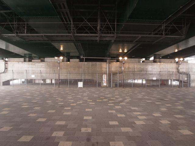 椎名町駅そばのガード下