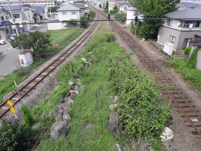 只見線(左)と会津鉄道(左)