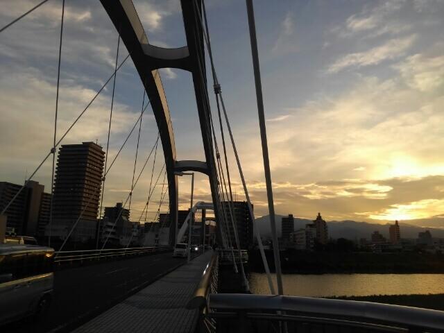 あゆみ橋と相模川