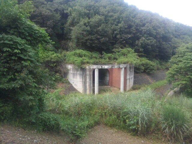 龍崖山の水道トンネル