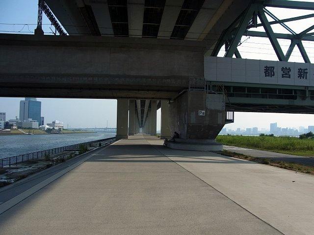 首都高速中央環状線 高架下