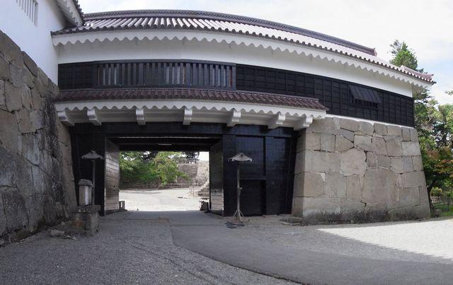 会津若松城 復元表門(鉄門)