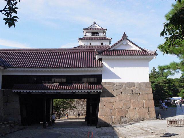 会津若松城天守と鉄門