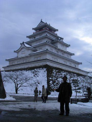 会津若松城 復元天守前でセルフィー