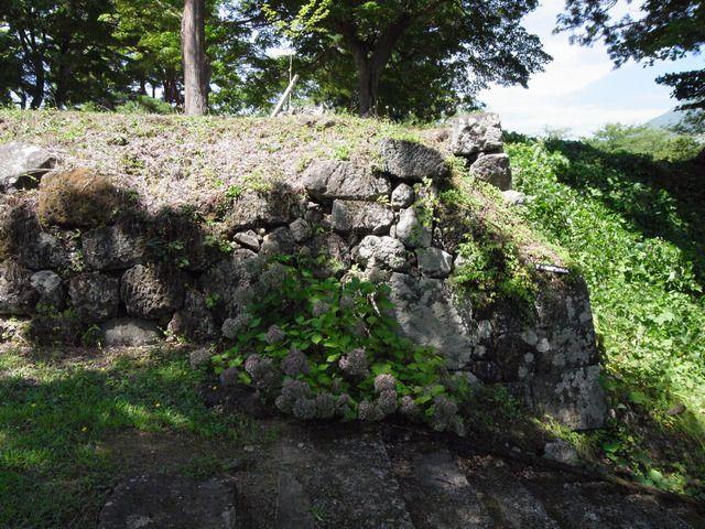猪苗代城 野面積みの石垣