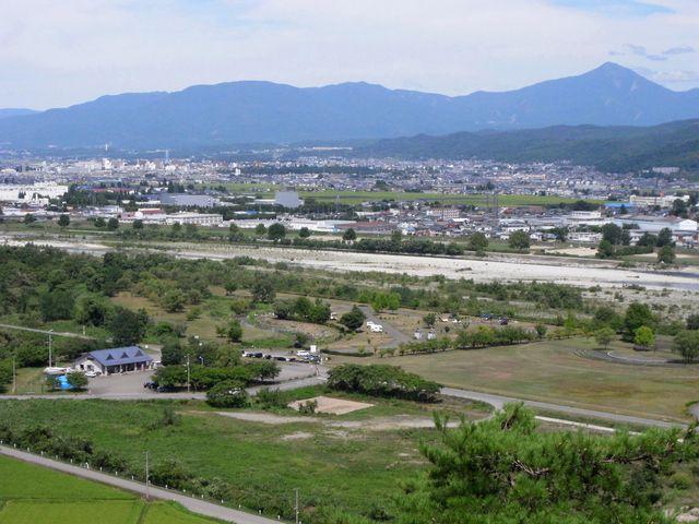 向羽黒山城 御水神社あたりからの眺望