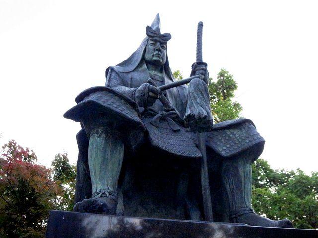 米沢城 上杉謙信像
