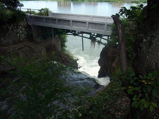 犬山城 郷瀬川と彩雲橋 2017 年 8 月