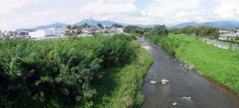 神川橋から見た神川上流