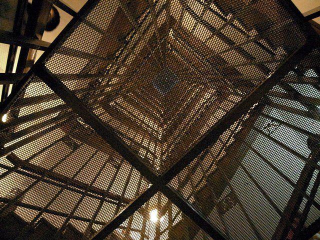 天守内部の螺旋階段