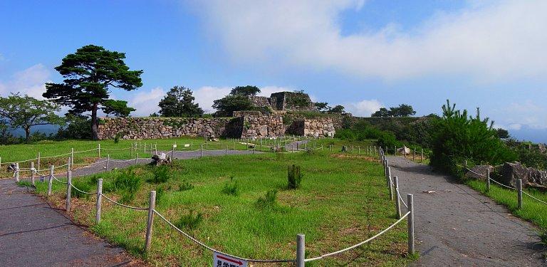 南千畳曲輪から竹田城全貌を見る