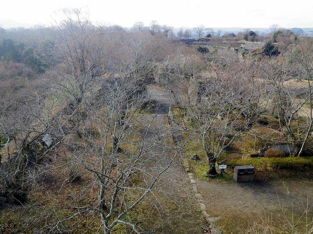 豊後 岡城 本丸天守台跡から二の丸を眺める
