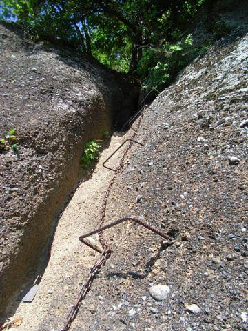岩殿山城 登攀用の鎖