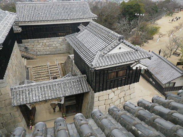 伊予松山城 一ノ門南櫓(写真中央)
