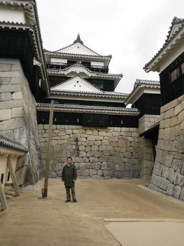 伊予松山城 一ノ門前から天守を見る