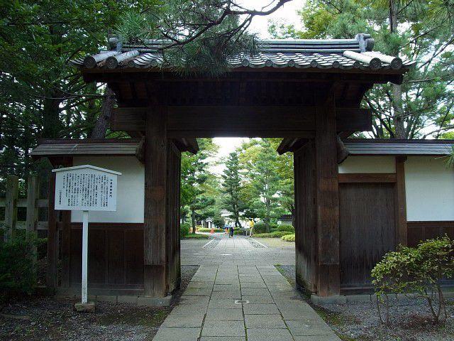 忍城跡 藩校進修館の門(現存・移築)