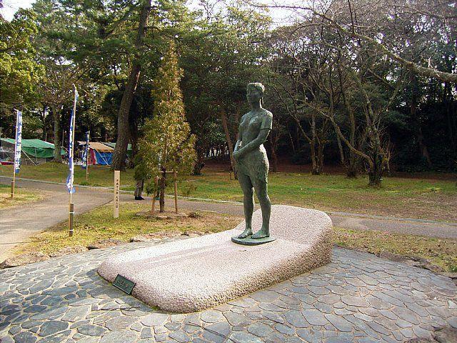 出雲大社 銅像『水辺を歩く』