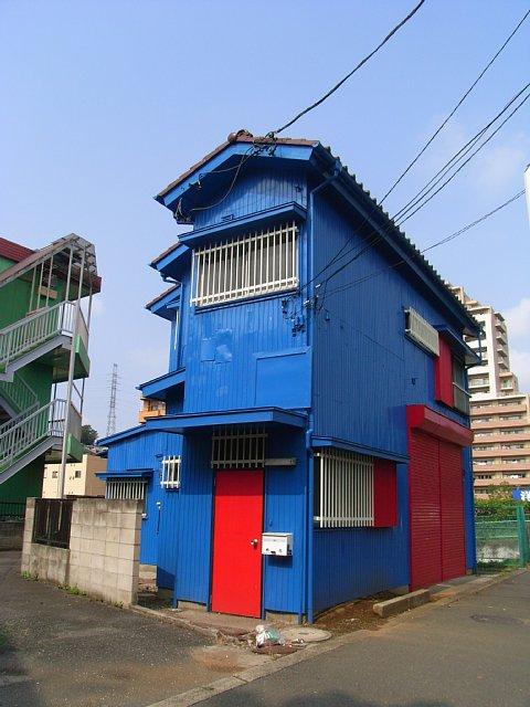 赤と青の家