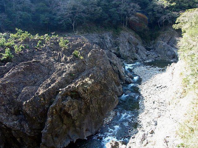 一ツ瀬川の巨石(宮崎県西都市)
