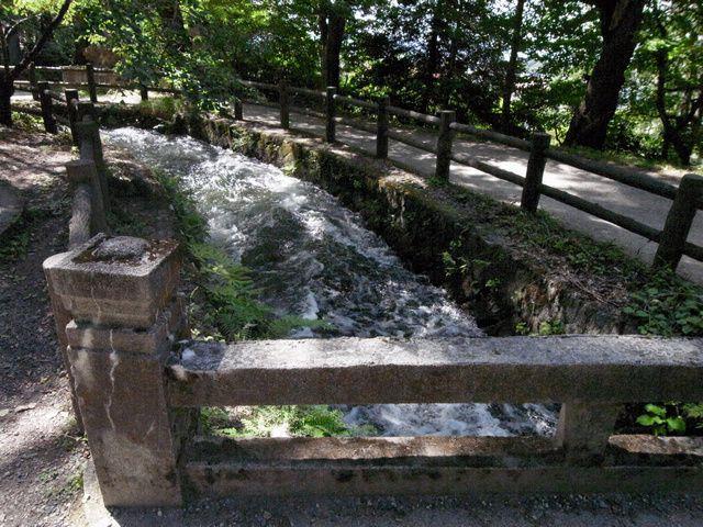 戸ノ口堰洞窟(流出口)