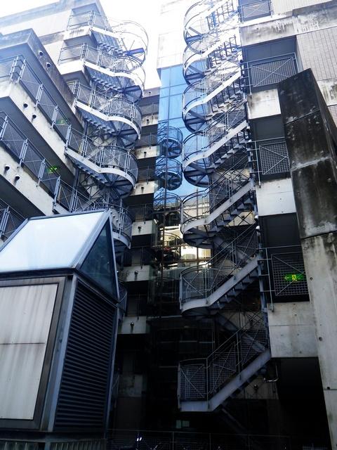 博多のスケスケ階段