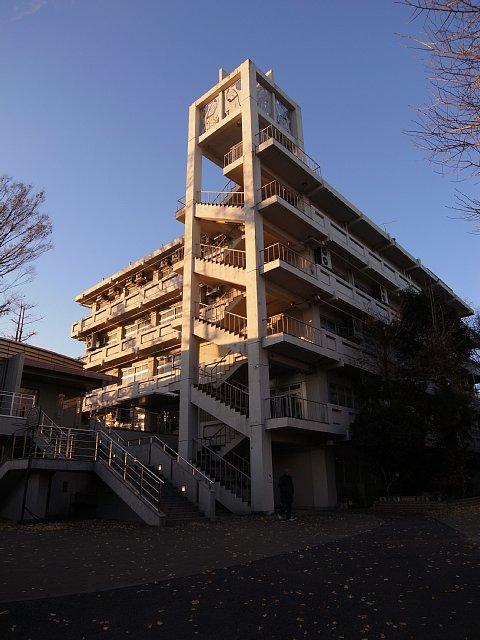 東京立正中学校・高等学校の五重階段(杉並区)