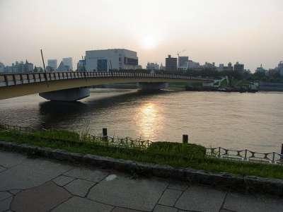 夕暮れ時の墨田川