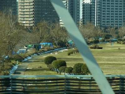 多摩川ブルーシートハウス群