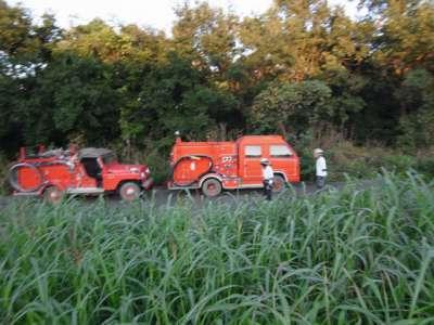 消防車とサイクリスト