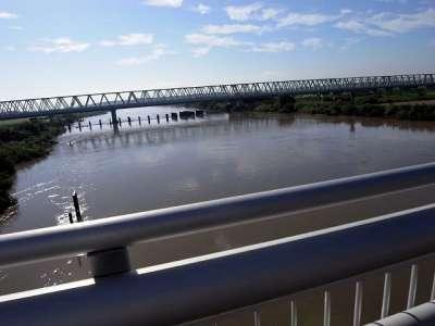 大利根橋より利根川を望む