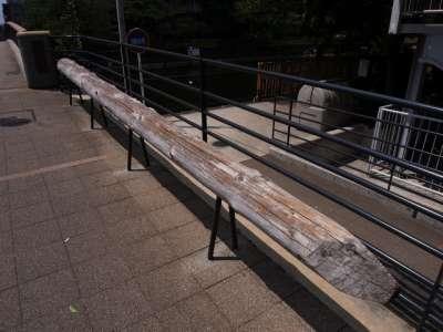 旧西仲橋の橋桁利用ベンチ