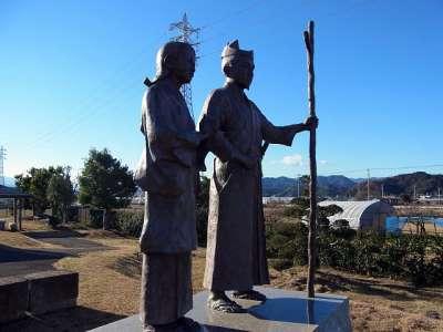 蛭ヶ小島の二人像(頼朝・政子)