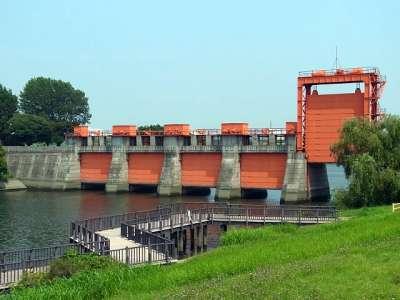 旧岩淵水門(赤門)