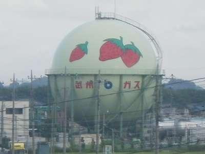 イチゴ模様のガスタンク
