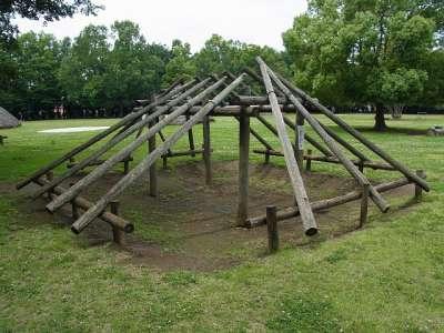 竪穴式住居骨組み