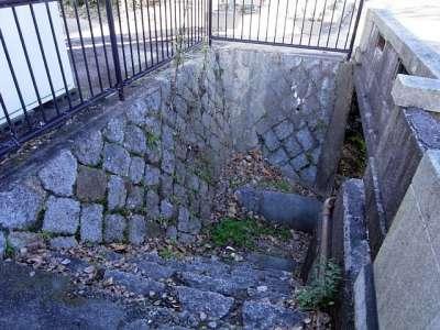 膳所城 二の丸橋の下へ降りる階段