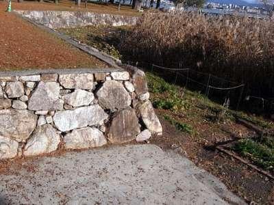 膳所城 本丸南側 復元石垣と犬走り