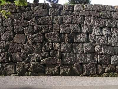 東門あたりの石垣
