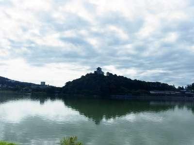 犬山城 木曽川右岸より 2017 年 8 月