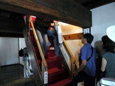 犬山城 天守三階は天井が低い 2017 年 8 月