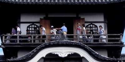 犬山城 天守 廻縁は混雑 2017 年 8 月