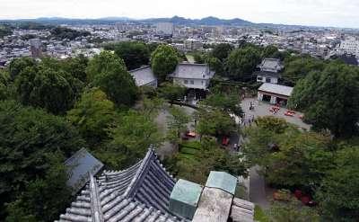 犬山城 天守最上階からの本丸 2017 年 8 月