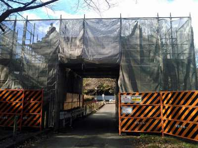 二の丸大手二之門は修復中