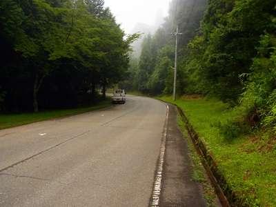 立雲峡駐車場から立雲峡入口に向かって下山途中