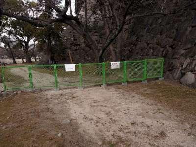 広島城 瓦などいろいろ剥落が見られ、立ち入り禁止区域あり(2018年1月)