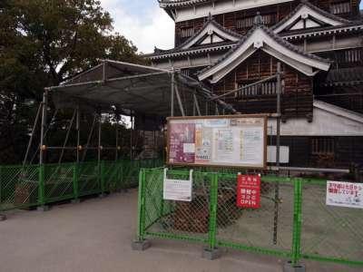広島城 天守(外観復元) 瓦など剥落の恐れあり安全柵