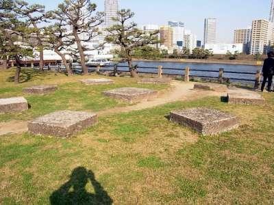 浜離宮 灯台跡の礎石