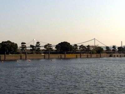 浜離宮から見たレインボーブリッジ