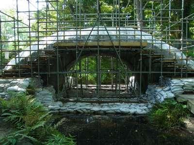 円月橋(修理中)
