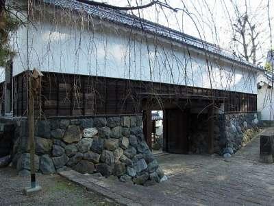 東門(旧柳口門を移築)